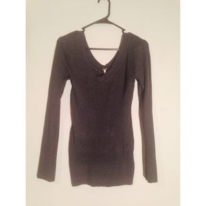Ribbed Long Sleeve V-Neck Shirt in Gray